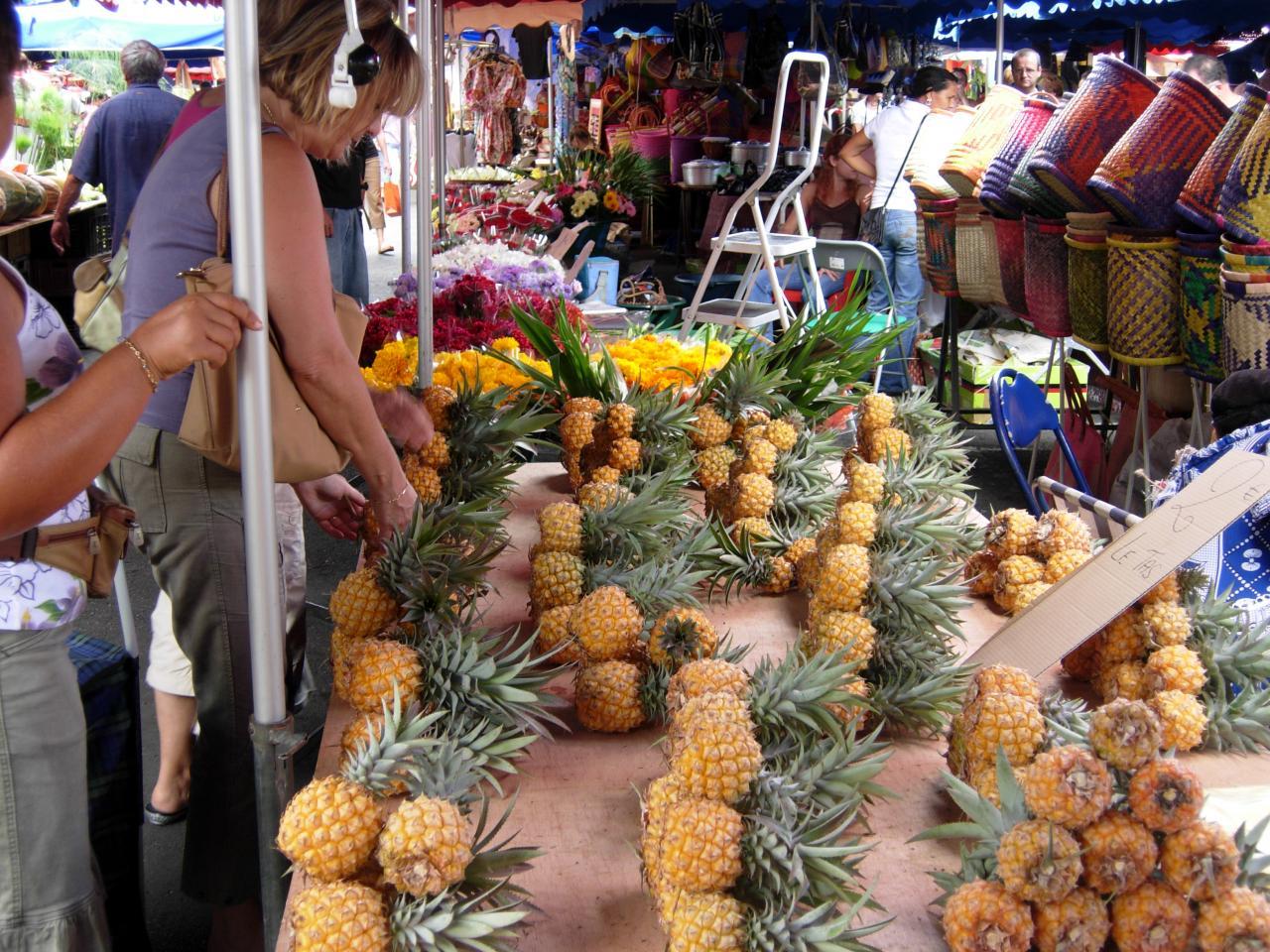 Marché de St Paul ananas.