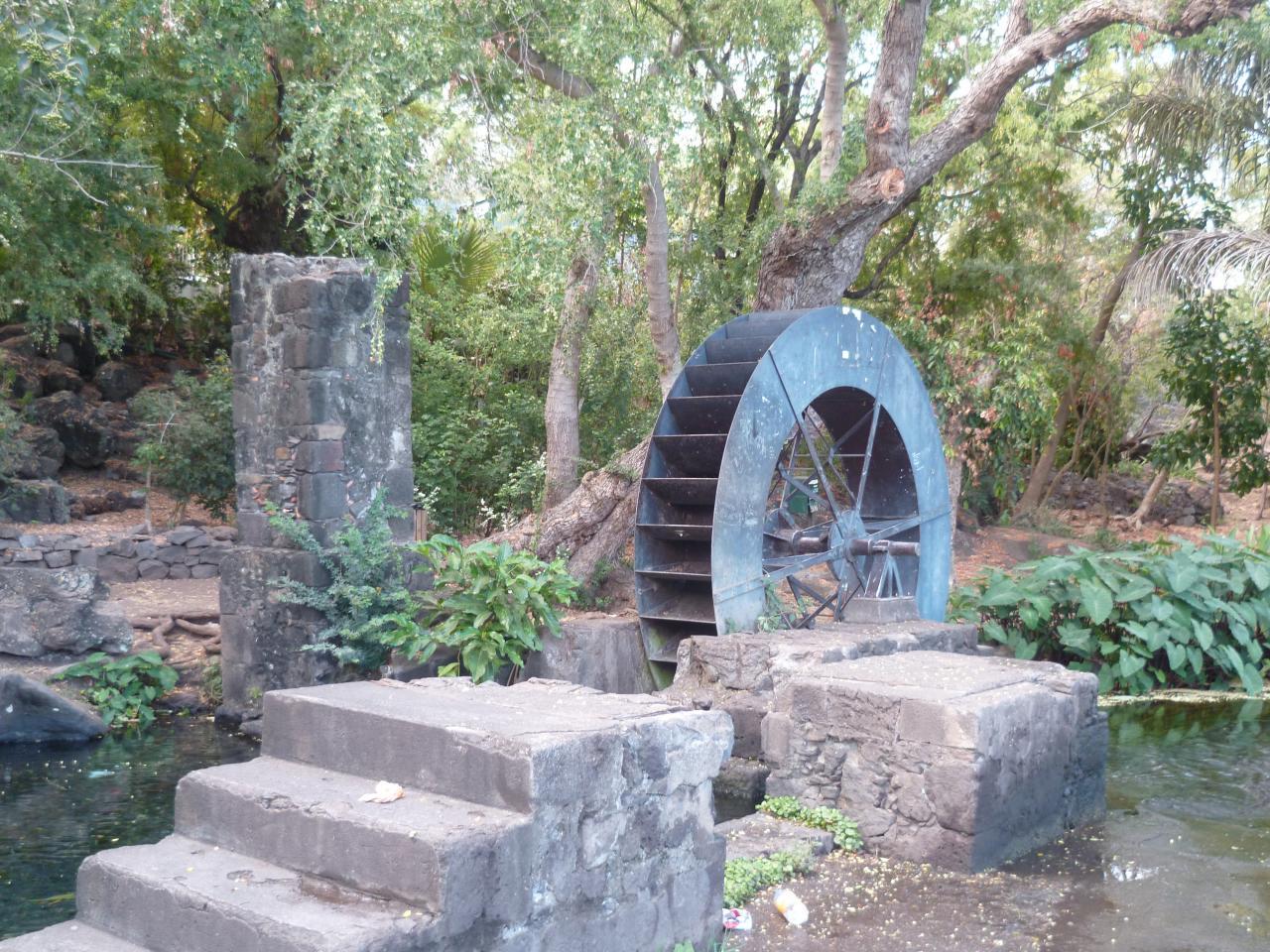 Le moulin à eau du tour des roches, étang St Paul.